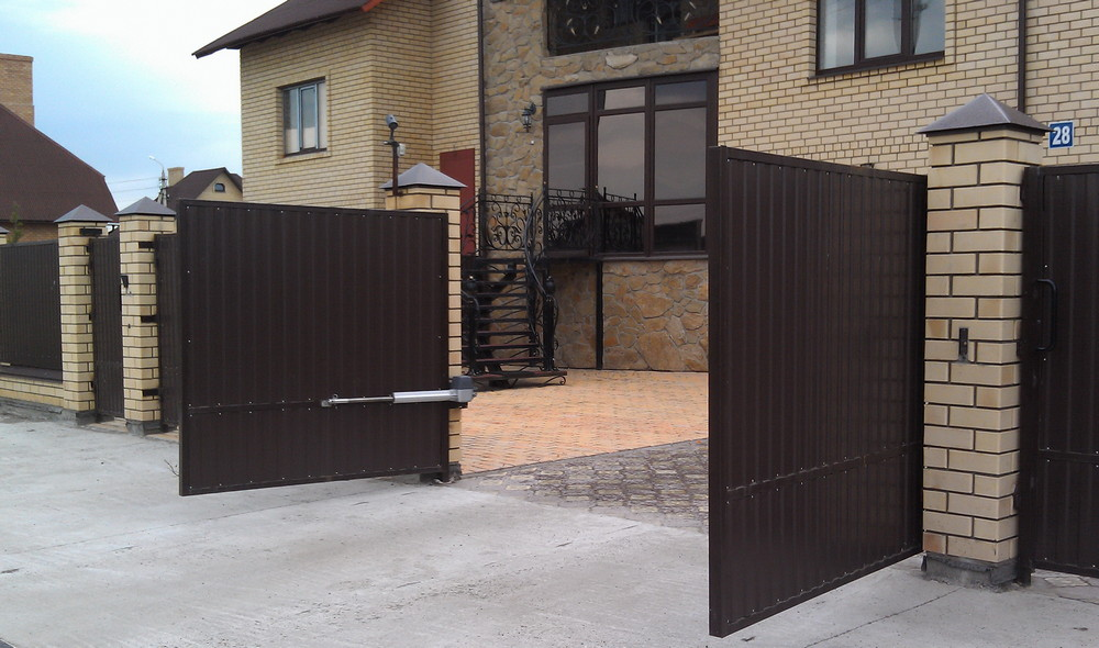 Современный забор, как декоративная и защитная конструкция Auto-vorota